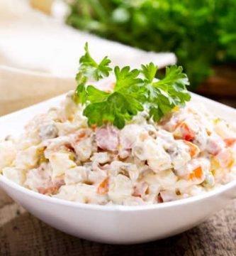 imagen plato de ensalada rusa paraguaya