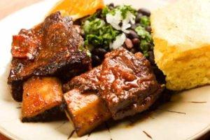 imagen de un plato de asado a la olla paraguayo, costilla a la olla